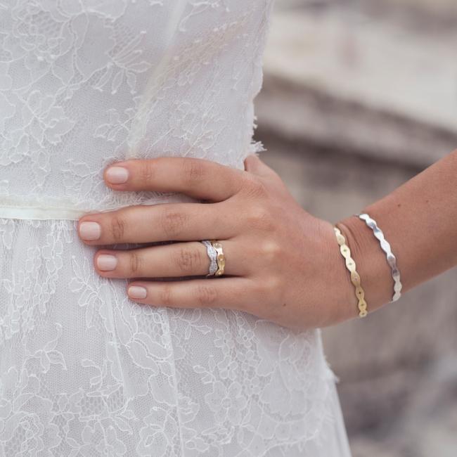 Verigheta Infinity, lata, cu diamante albe, din aur galben